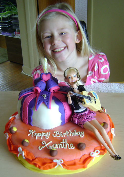 Fun cake decorating ideas character cake hannah montana for Fun blog ideas